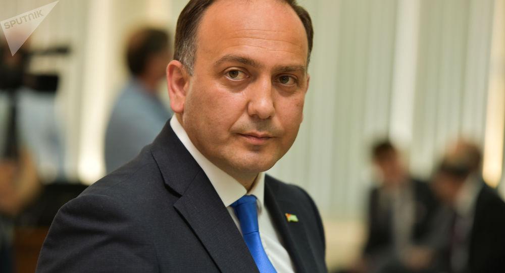 Даур Кове на торжественном заседании к 25-летию МИД Абхазии в Кабинете Министров 17 мая