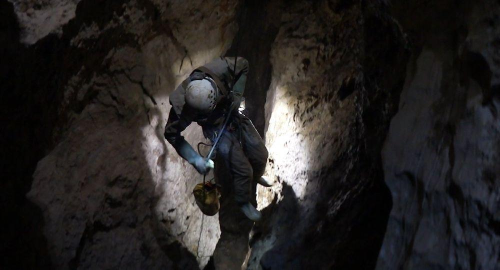 Спуск в пещеру Веревкина