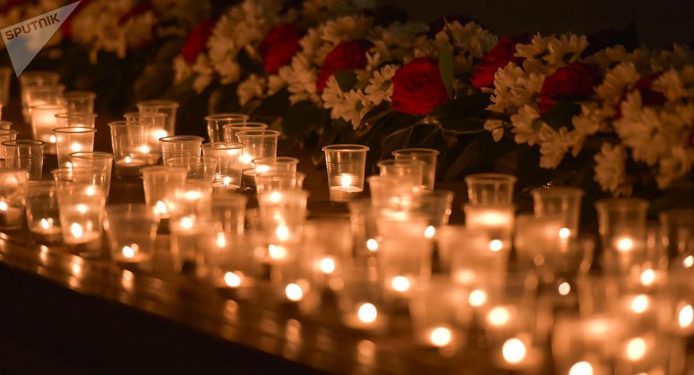 Зажжение свечей в память мартовской операции