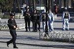 Полиция на месте взрыва в Стамбуле.