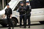 Полиция на у станции метро Мальбек в Брюселе.