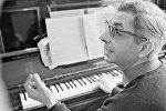 Советский и российский композитор, народный артист РСФСР Микаэл Леонович Таривердиев.