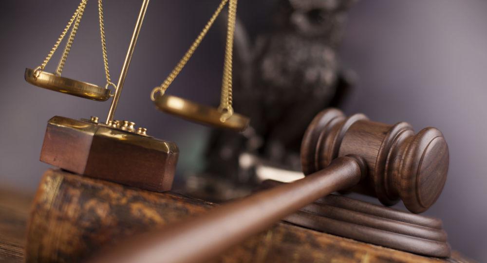 Судебный молоток и весы правосудия