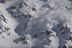 Сноубордист устроил гонки с лавиной в Пиренеях