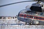 Вертолет МЧС России в Раменском районе Московской области, где самолет Ан-148 Саратовских авиалиний рейса 703 Москва-Орск потерпел крушение 11 февраля 2018 года