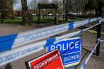 Ограждения, выставленные полицией города Солсбери, у входа в парк, где на скамейке были обнаружены  бывший полковник ГРУ Сергей Скрипаль и его дочь Юлия