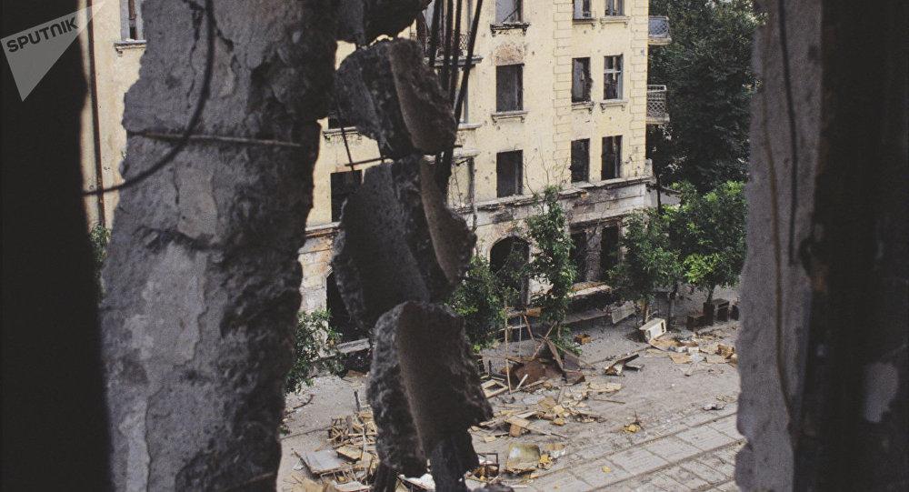 Отечественная война народа Абхазии 1993-1994 года. Разрушенные дома в центре города Сухум