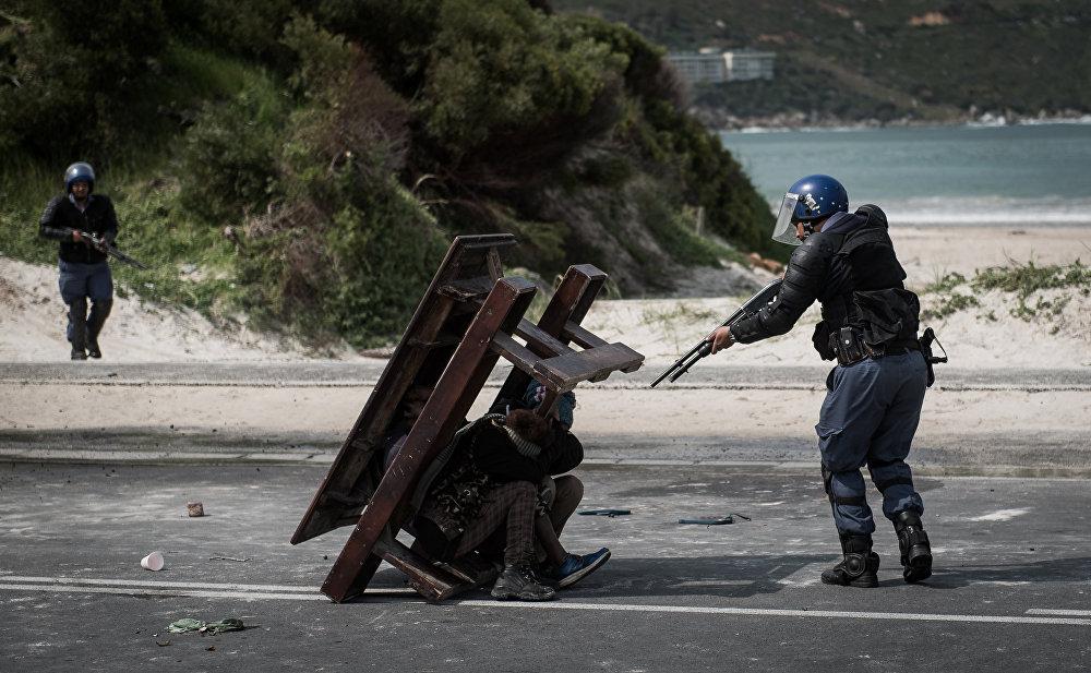 Джастин Салливан, ЮАР. Противостояние. Главные новости, одиночные фотографии, 1 место.