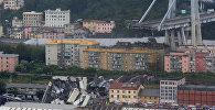 Спасатели на месте крушения моста в Италии