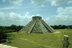 Пирамида Кукулькана в древнем городе майя Чичен-Ице на полуострове Юкатан в Мексике.