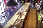 Во Франции скаковая лошадь ворвалась в бар