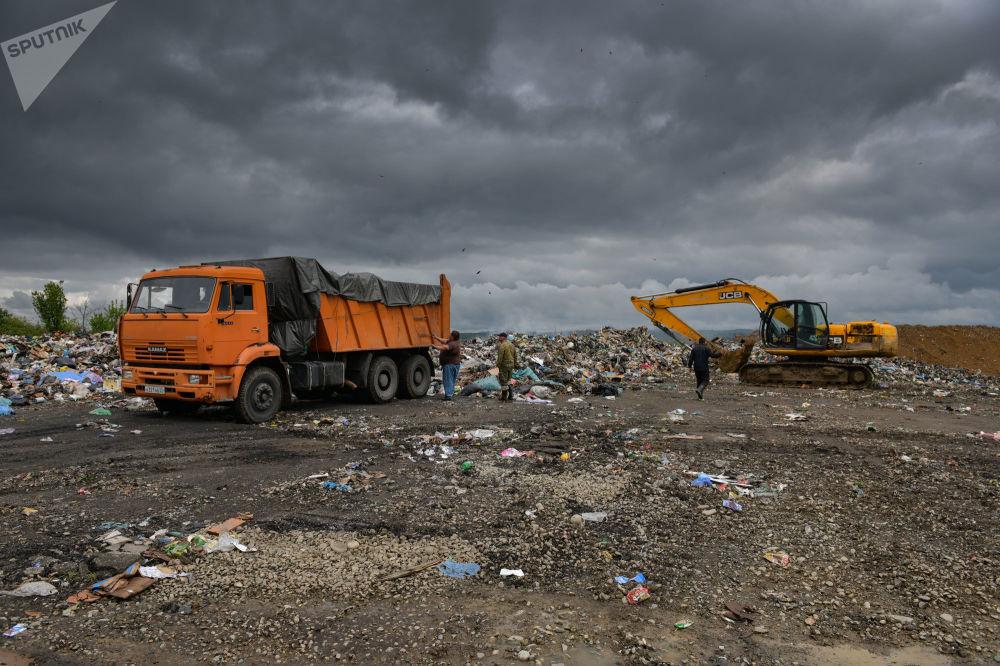 Галская мусорная свалка образовалась в селе Щащикуара 25 лет назад.