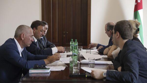 Комиссия по вопросам гуманитарной помощи при Кабинете Министров Республики Абхазия возобновила свою деятельность в обновлённом составе и формате работы. - Sputnik Аҧсны