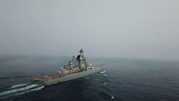 Ракетные крейсеры «Пётр Великий» и «Маршал Устинов» нанесли удар по условному противнику - Sputnik Абхазия