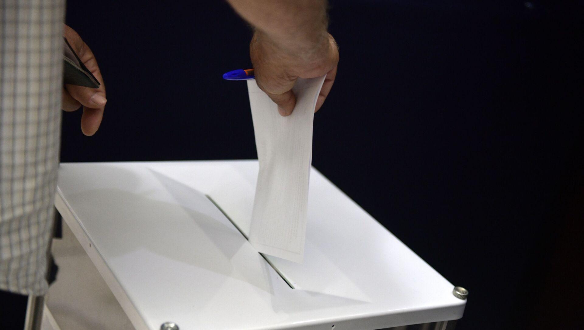 Голосование за рубежом по внесению изменений в Конституцию РФ - Sputnik Абхазия, 1920, 09.09.2021