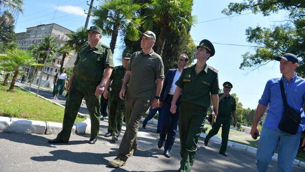 Президент Аслан Бжания посетил Министерство обороны Республики Абхазия  - Sputnik Абхазия