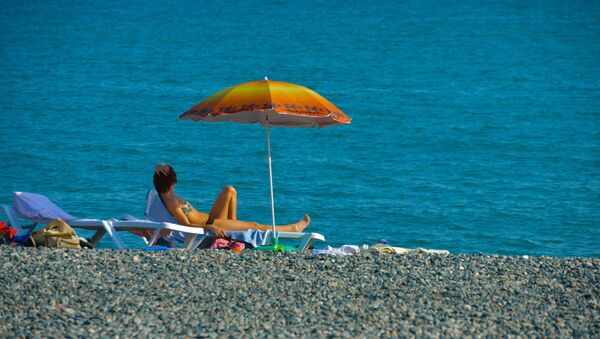Девушка на пляже - Sputnik Абхазия