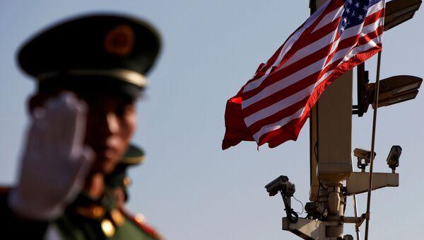 Военный жестикулирует недалеко от Запретного города в Пекине - Sputnik Абхазия