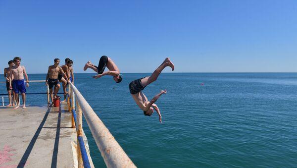 Туристы в Пицунде  - Sputnik Абхазия