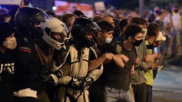 Участники акции протеста на одной из улиц в Минске - Sputnik Абхазия