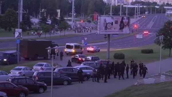 Ночь выборов | Жестокие столкновения между протестующими в Беларуси и ОМОН после президентских выборов - Sputnik Аҧсны