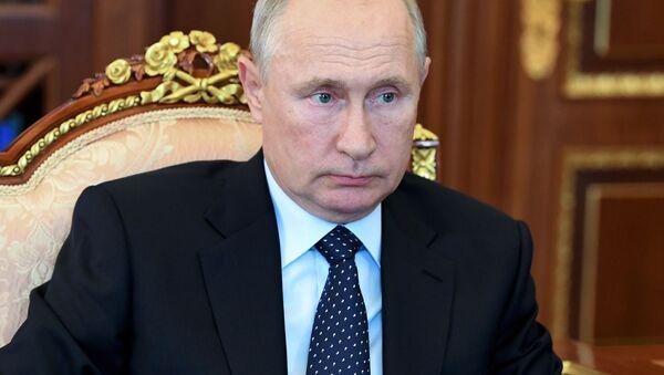 Президент РФ В. Путин провел встречу с главой ОАК Ю. Слюсарем - Sputnik Аҧсны