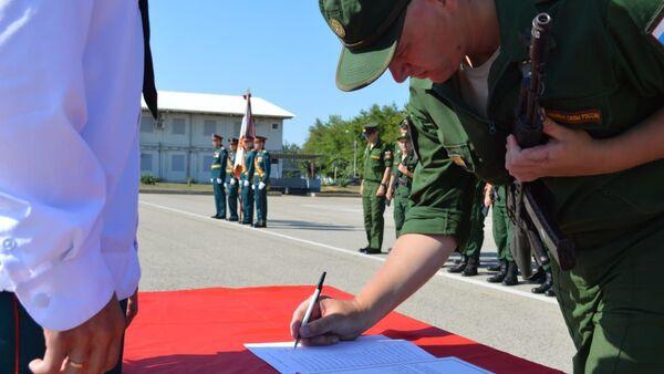 Более половины новобранцев призыва «Весна-2020» российской военной базы ЮВО в Абхазии приведены к Военной присяге (2) - Sputnik Абхазия