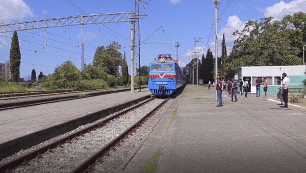 Прибытие ретро поезда в Гагру  - Sputnik Аҧсны