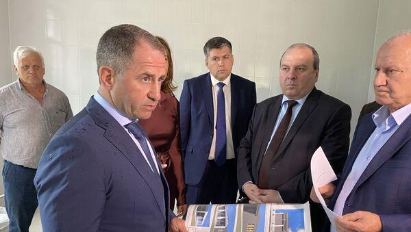 Михаил Бабич посетил объект Инвестпрограммы - Ткуарчалскую ЦРБ - Sputnik Аҧсны