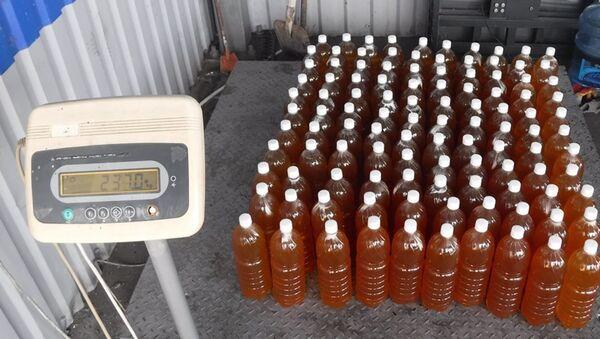 Более 200 кг меда из Абхазии пытался ввезти водитель в тайнике рейсового автобуса  - Sputnik Абхазия