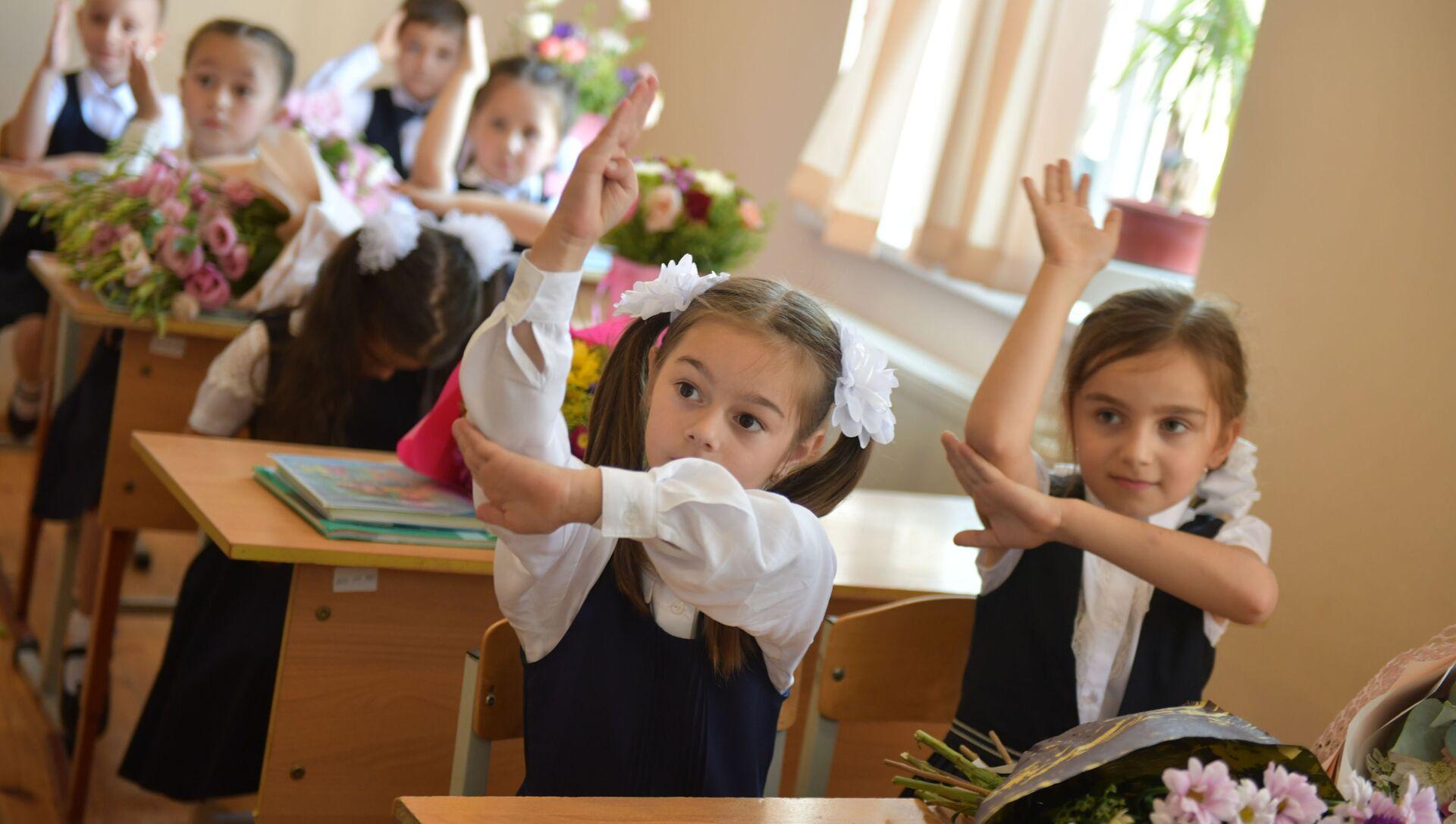 Первый звонок в Сухумских школах - Sputnik Аҧсны, 1920, 25.08.2021