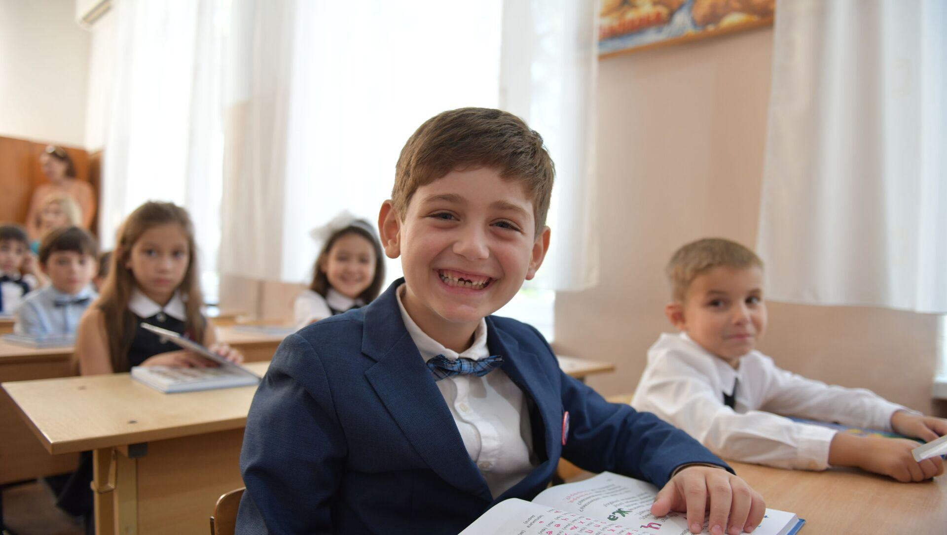 Первый звонок в Сухумских школах - Sputnik Аҧсны, 1920, 10.07.2021