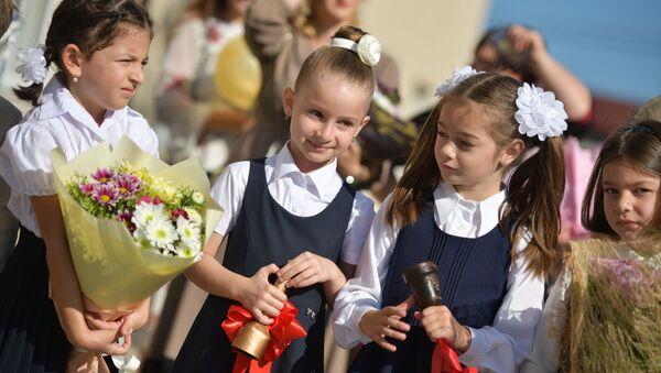 Первый звонок в Сухумских школах  - Sputnik Абхазия