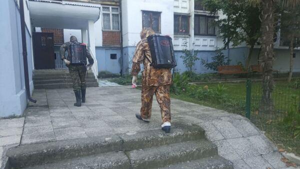 7 сентября сотрудники пожарно-спасательного отряда г. Сухум провели дезинфекцию многоквартирного дома № 7 по ул. Воронова - Sputnik Абхазия