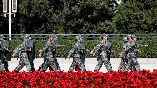 Солдаты китайской армии у Дома народных собраний в Китае - Sputnik Абхазия