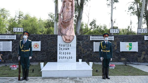Церемонии открытия памятника памятника погибшим воинам в ОВНА в селе Атара - Sputnik Абхазия