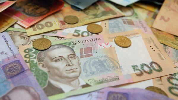 Банкноты номиналом 200 и 500 гривен в одном из обменников в Киеве. - Sputnik Абхазия