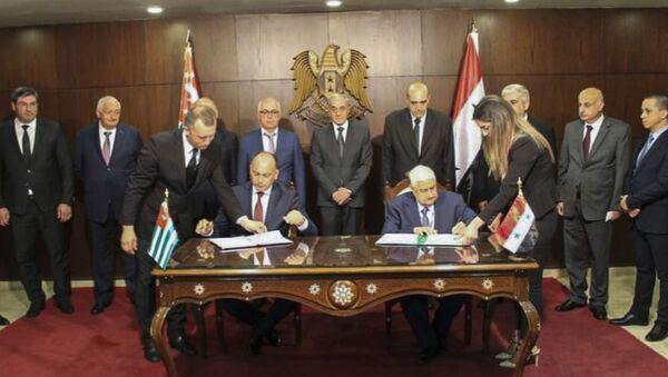 Даур Кове и Валид Аль Муаллем подписали Соглашение между Правительством Республики Абхазия и Правительством Сирийской Арабской Республики - Sputnik Аҧсны