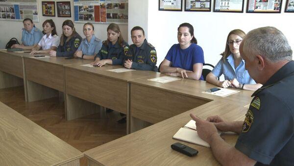 Министр по ЧС Абхазии Лев Квициния провел рабочее совещание с сотрудниками медицинского управления ведомства - Sputnik Аҧсны