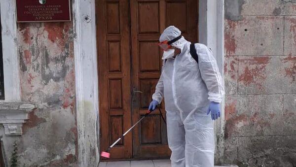 Дезинфекцию ряда государственных учреждений республики провели сотрудники МЧС Абхазии  - Sputnik Аҧсны