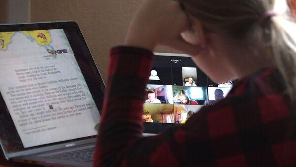 Московские школьники продолжают факультативные онлайн-занятия - Sputnik Аҧсны
