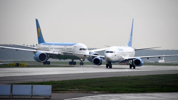 Самолеты авиакомпаний Uzbekistan Airways (Узбекские авиалинии) и Победа в аэропорту Внуково. - Sputnik Аҧсны