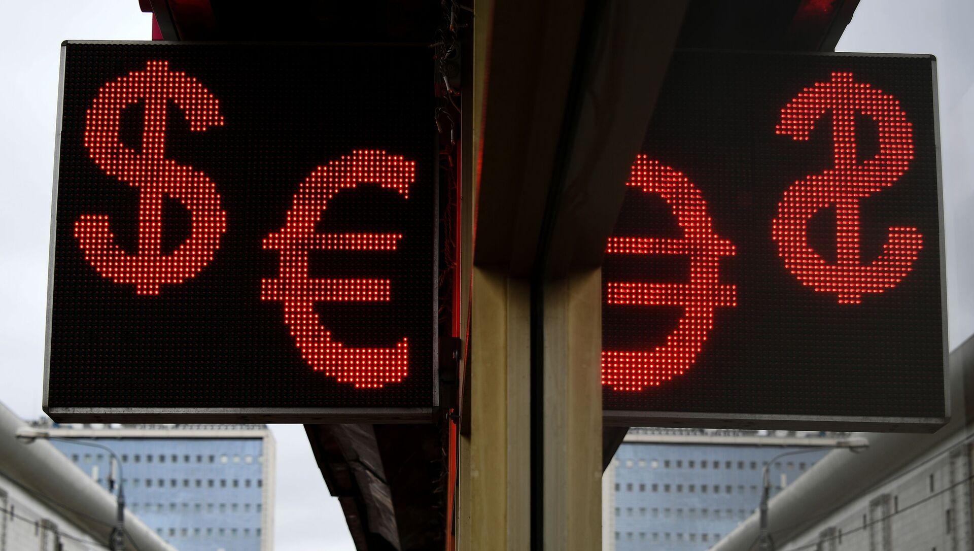 Курс евро впервые за четыре года превысил 90 рублей - Sputnik Абхазия, 1920, 07.09.2021