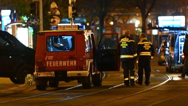 Пожарные и полицейские машины стоят возле площади Шведенплац после стрельбы в центре Вены 2 ноября 2020 г - Sputnik Аҧсны