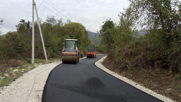 Ремонтно-восстановительные работы дорог в селе Аацы Гудаутакого района - Sputnik Аҧсны