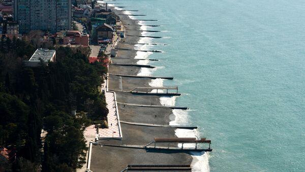 Пляж в Адлерском районе города Сочи. - Sputnik Абхазия