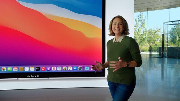 Лаура Мец во время презентации нового MacBook Air в Калифорнии - Sputnik Абхазия