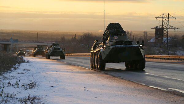 Колонна военной техники российских миротворцев в Самарской области на пути в Нагорный Карабах - Sputnik Абхазия