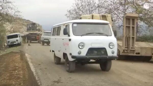В Степанакерте идет ремонт дороги и восстанавливается мирная жизнь - Sputnik Абхазия