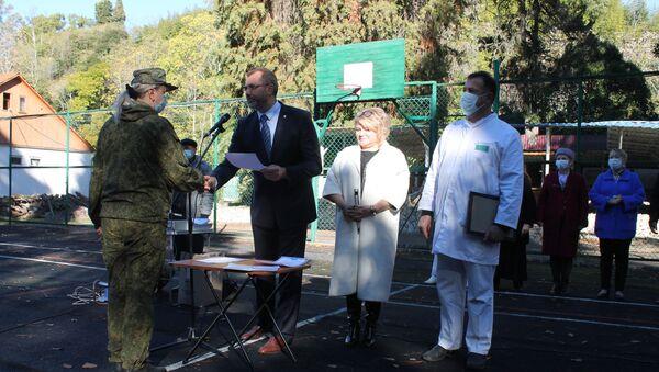 Российских военных медиков в Абхазии наградили за помощь в борьбе с COVID-19 - Sputnik Аҧсны